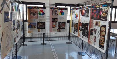 panneaux d'exposition sur la couleur