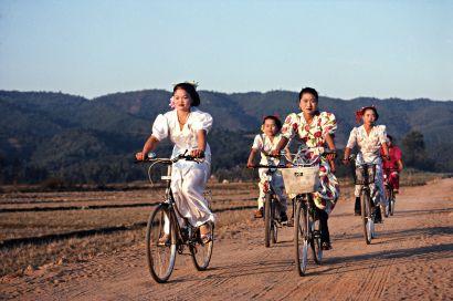 Des femmes chinoises à vélo