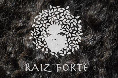 Cheveux métissé avec logo du film