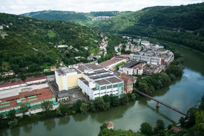 Le Doubs et la friche industrielle vus de la Citadelle de Besançon