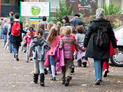 Un groupe d'enfants durant une sortie scolaire