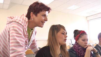 Scène du documentaire dans une salle de classe