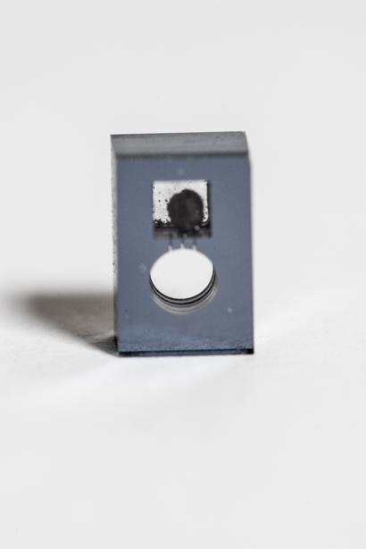 Microcellule à vapeur de césium pour horloge atomique miniature