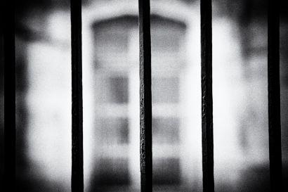 Des barreaux.