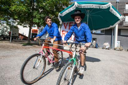 préparation de la fête du vélo à l'atelier de l'association vélocampus besançon