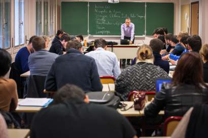 Formation d'enseignants dans une salle de cours de l'ESPE