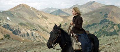 Photo extraite du film : l'actrice principale sur un cheval