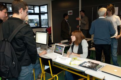 Photo représentant des élèves et des intervenants lors d'un forum sup'info