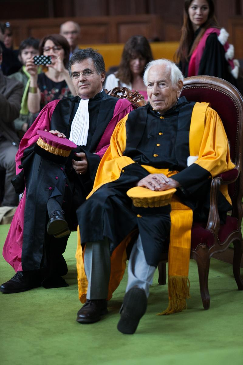 Jean Danier et Philippe Abastado, professeurs honoraires en toge lors de la cérémonie.
