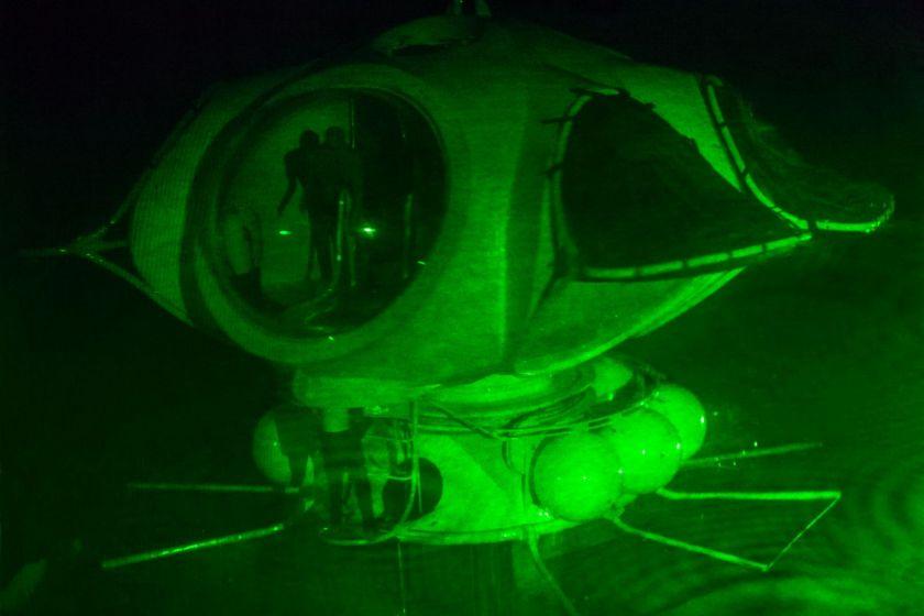 Hologramme de la maquette d'une maison sous-marine.