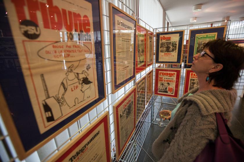 Exposition Lip, panneau d'affichage représentant les mouvements des employés, montres, horloge...