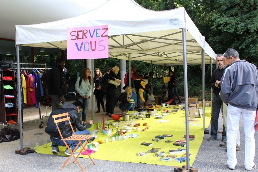Tric party devant la BU Proudhon