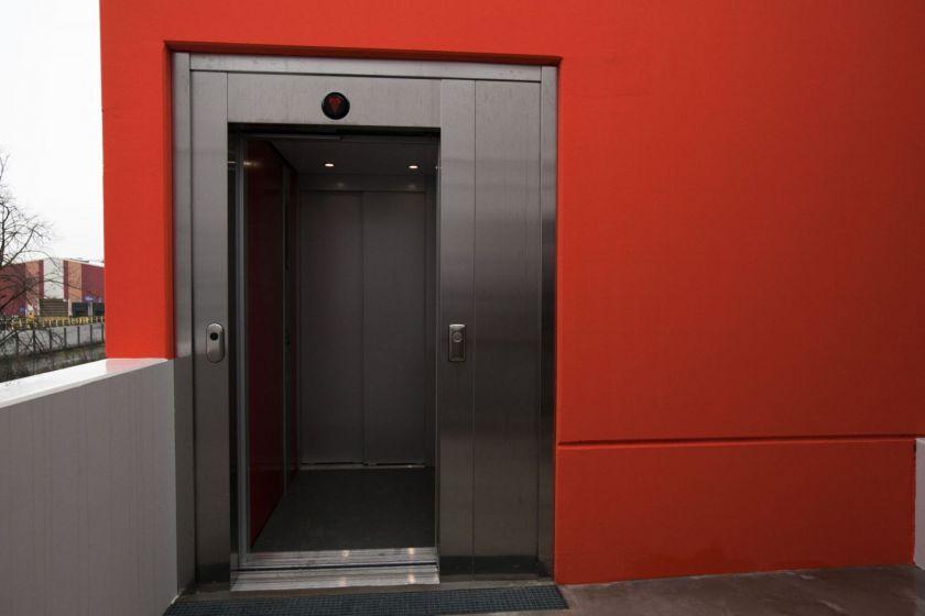 Un ascenseur