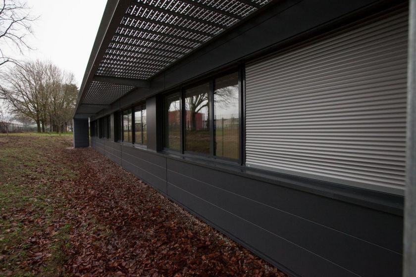 Vue extérieure en perspective de l'extension du bâtiment principal.