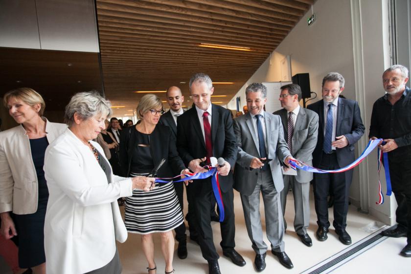 Cérémonie de coupure de ruban avec Marie-Guite Duffay, Laurent Larger, Jacques Bahi, Jean-François Chanet et Hervé Mayotte.