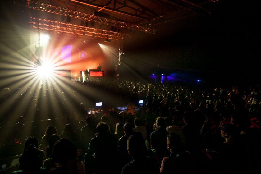 Salle de concert pleine à la Rodia