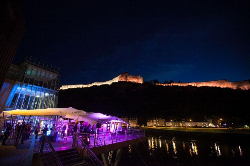 vie de la citadelle et de la terrasse de la Rodia de nuit