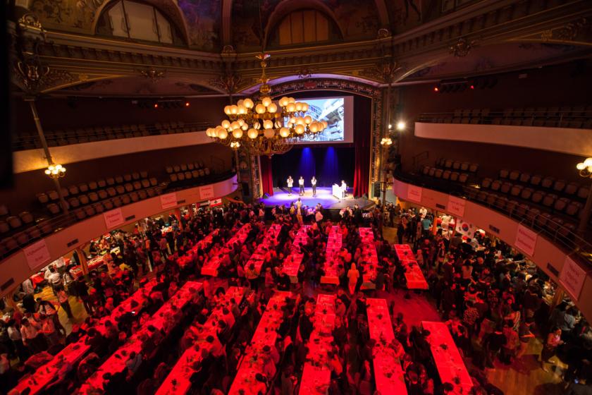 La salle du Kursaal vue du dessus et comble