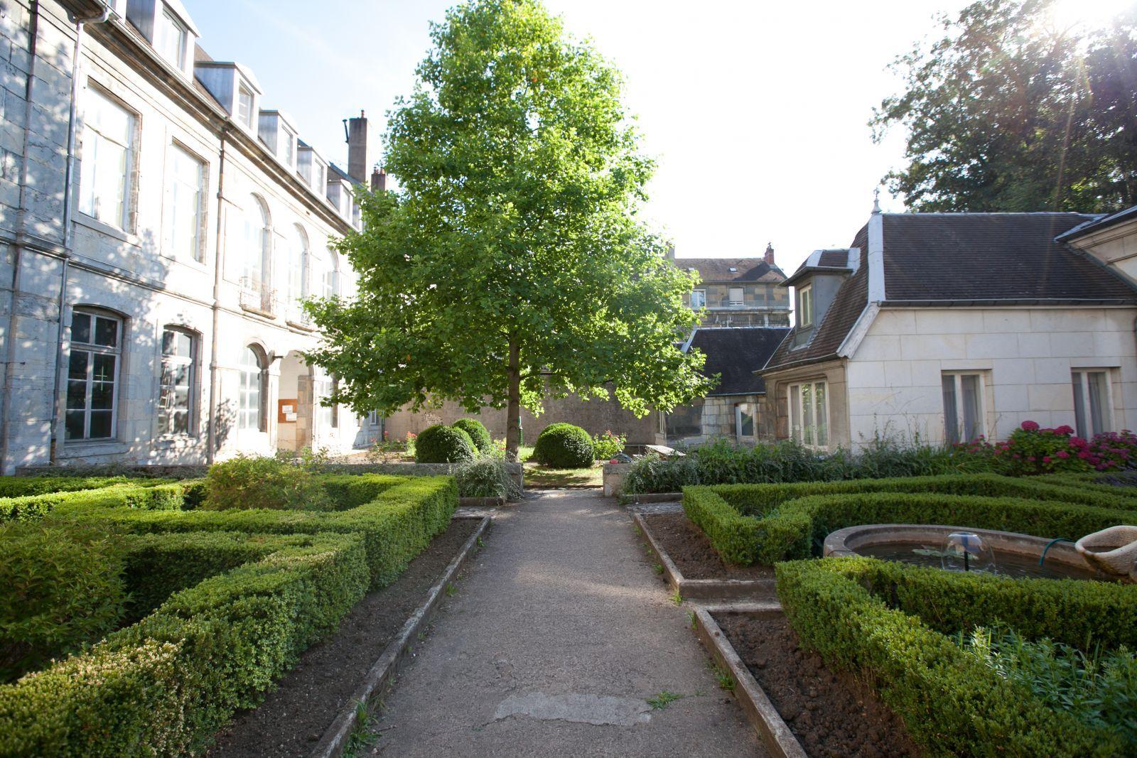 M arland lecteur diteur crivain l 39 actu de l 39 universit de franche comt - Petit jardin public lettres besancon ...