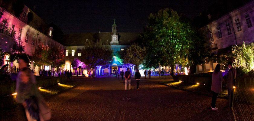 Cour de l'hôpital Saint jacques illuminée lors de la nuit des chercheurs