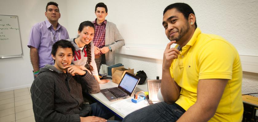 Un groupe d'étudiants polynésiens, ukrainiens et cubains.
