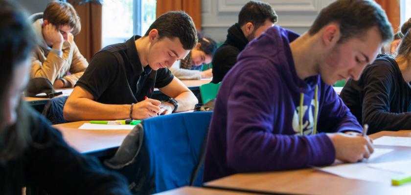 Les étudiants du parcours Sciences Po pendant un concours blanc