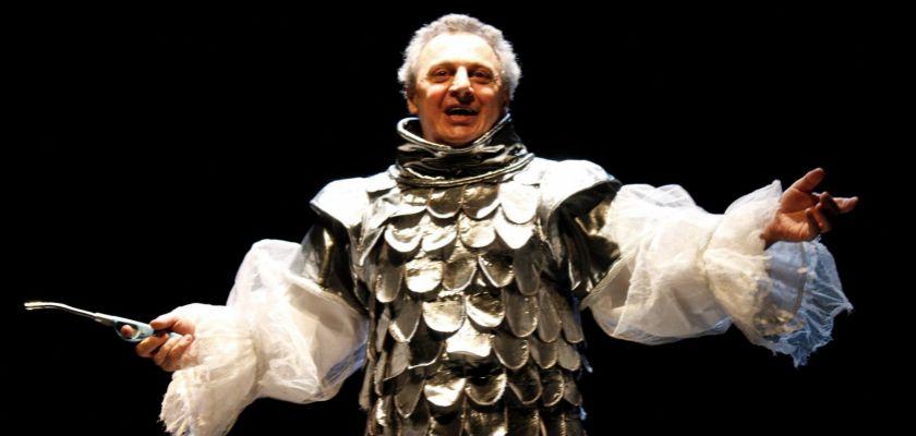 """Gilles Laubert dans sa pièce """"Georges ou tout ce qui file entre les doigts"""" (2011)"""