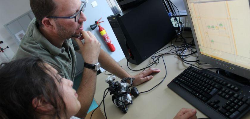 Derniers réglages sur les robots LEGO avec l'aide d'un enseignant