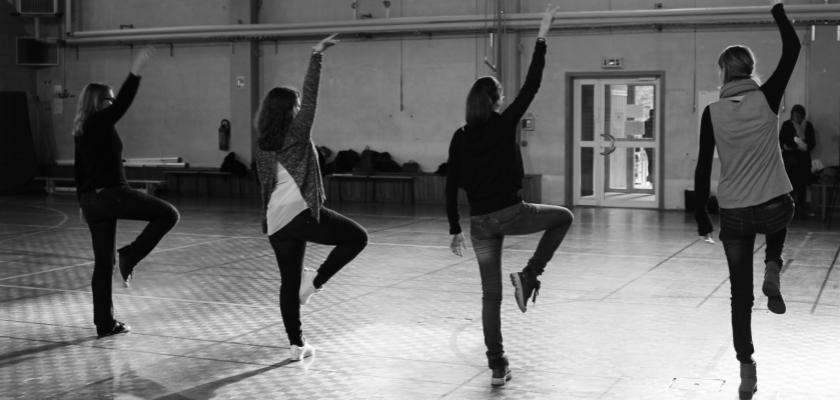 Atelier danse dans le gymnase de l'ESPE