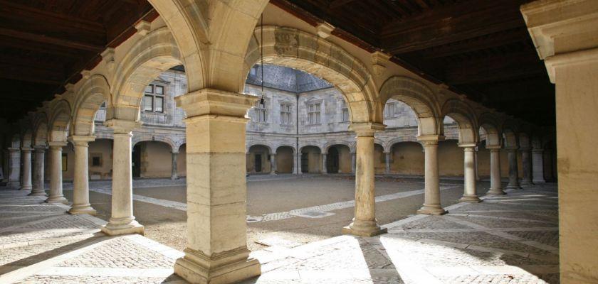 Cour du Palais Granvelle