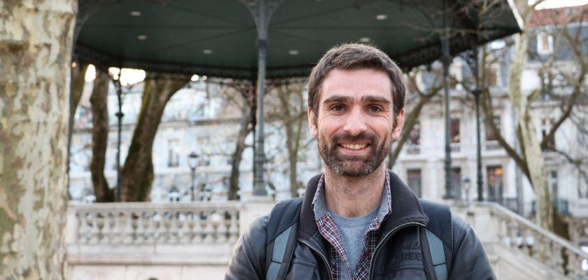 Portrait de Guillaume Bertrand, hydrogéologue et enseignant-chercheur à l'Université de Franche-Comté.