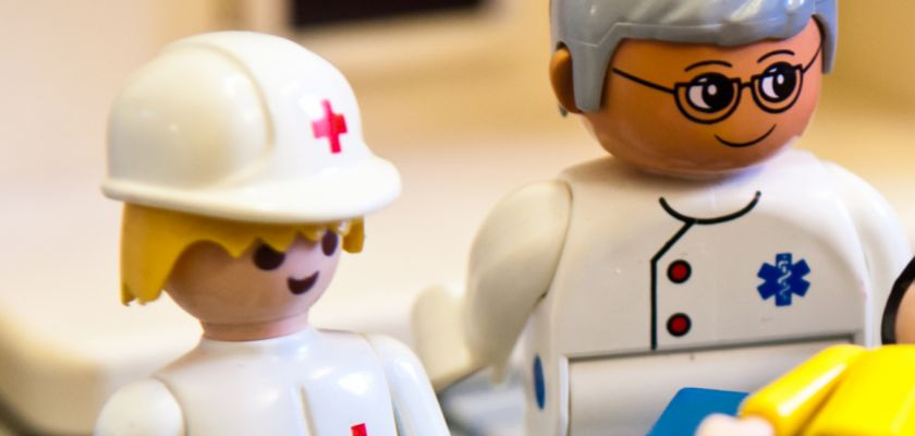 Personnages Playmobil représentant des médecins