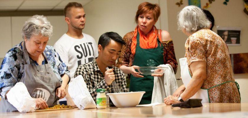 Préparation du repas pendant l'atelier cuisine