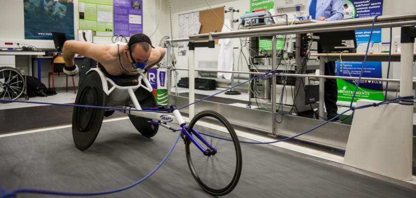 Un athlète passe un test d'effort sur l'un des équipements de la plateforme EPSI