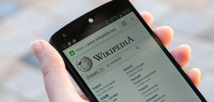 Site de Wikipédia sur un smartphone