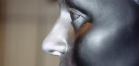 Gros plan sur le visage d'une statue