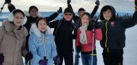 Un groupe d'étudiants chinois au ski