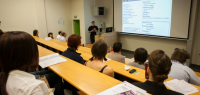 Conférence devant un public de doctorants