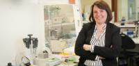 Portrait de Marina Deschamps dans son laboratoire