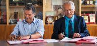 Jacques Bahi et Antoine Bréhard en train de signer la convention