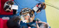 Claude Gouin animait une émission spéciale sur Radio Campus avec les auteurs et éditeurs présents.