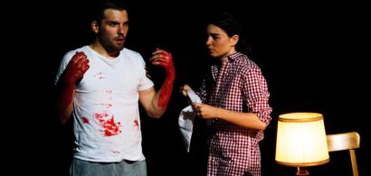 """Photo prise pendant une représentation de la pièce """"Mi chiamo Antonino Calderone"""" jouée par des étudiants de l'UFR SLHS"""