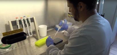 Alexandre Naegele dans son laboratoire