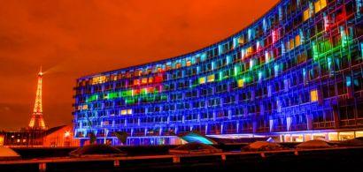 Photo de la façade de l'Unesco illuminée