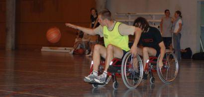 Match de basket en fauteuil roulant