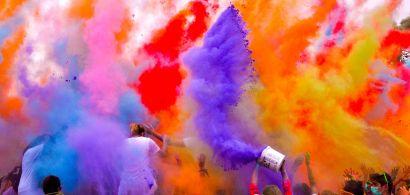 bienvenue_aux_etudiants_montbeliard_lancer_de_couleurs.jpg
