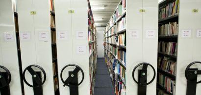 Rayonnages de bibliothèque