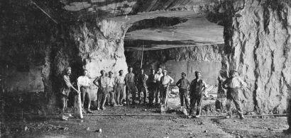 Carrière souterraine de brocatelle à Chassal dans les années 30
