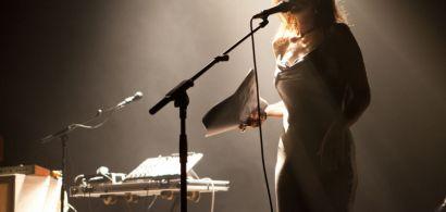 Chanteuse sur scène