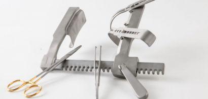 Une série d'instruments chirurgicaux